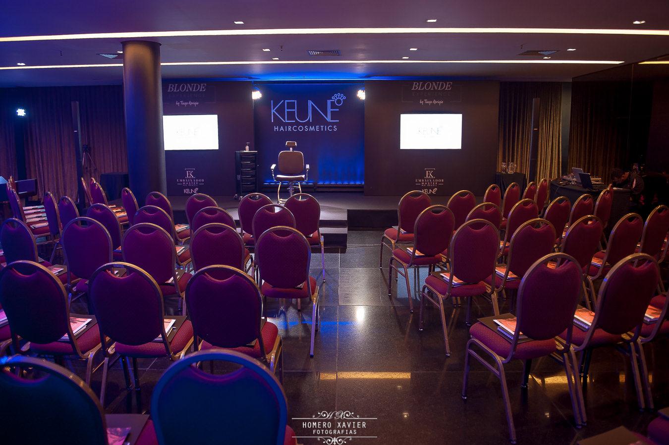 Fotografia de workshop empresarial Tiago Araújo para Keune, Blonde experience, realizado no salão Niemeyer no Hotel Ouro Minas em Belo Horizonte