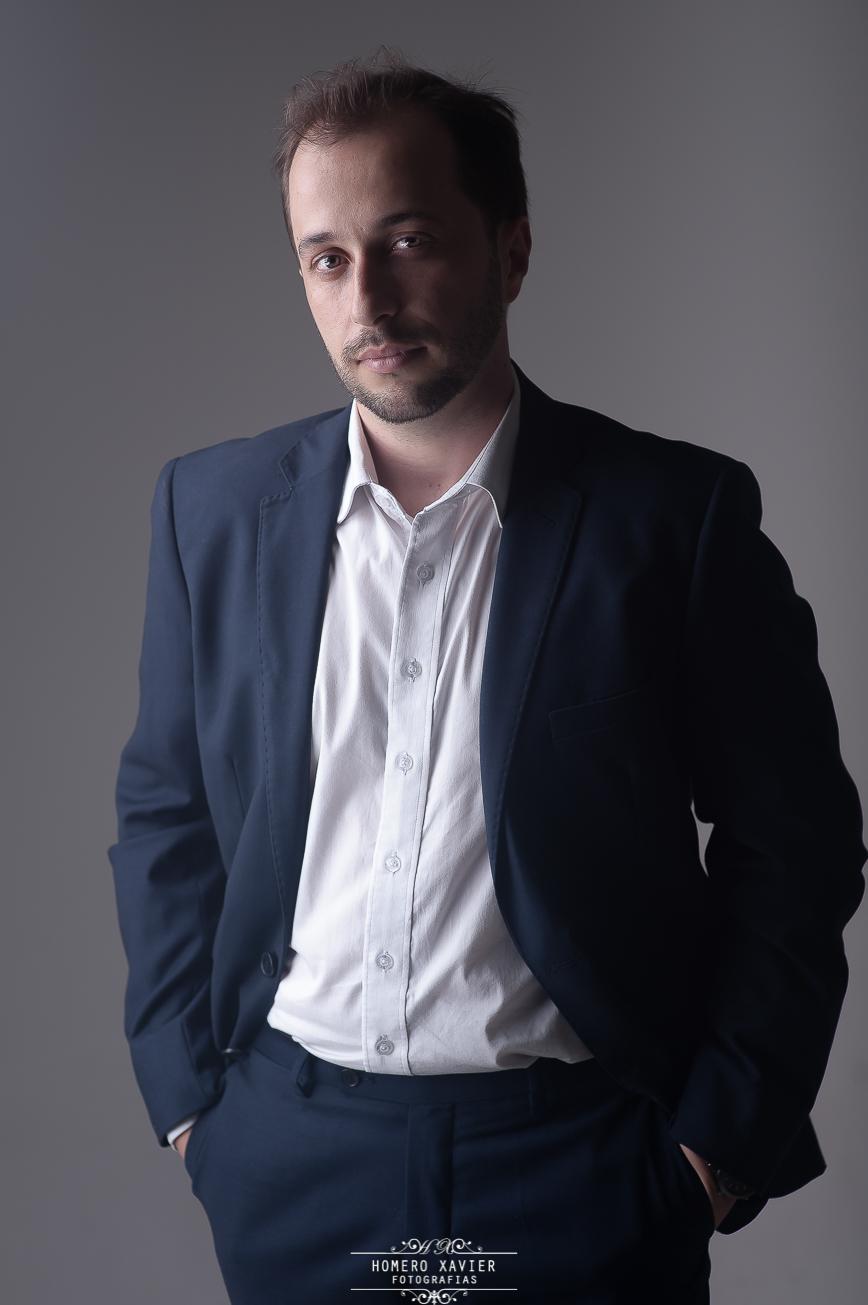 Retrato profissional para estruturação e mudança de perfil em redes sociais realizado em estúdio em Belo Horizonte